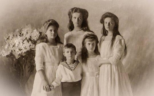 Olga, Tatiana, Maria, Anastasia y Nicolai